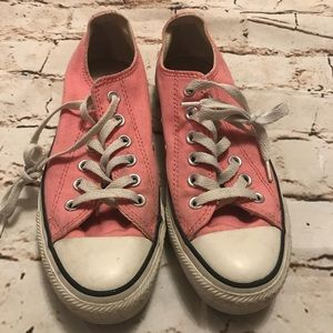 Women's used low top Pink Converse. Size 7